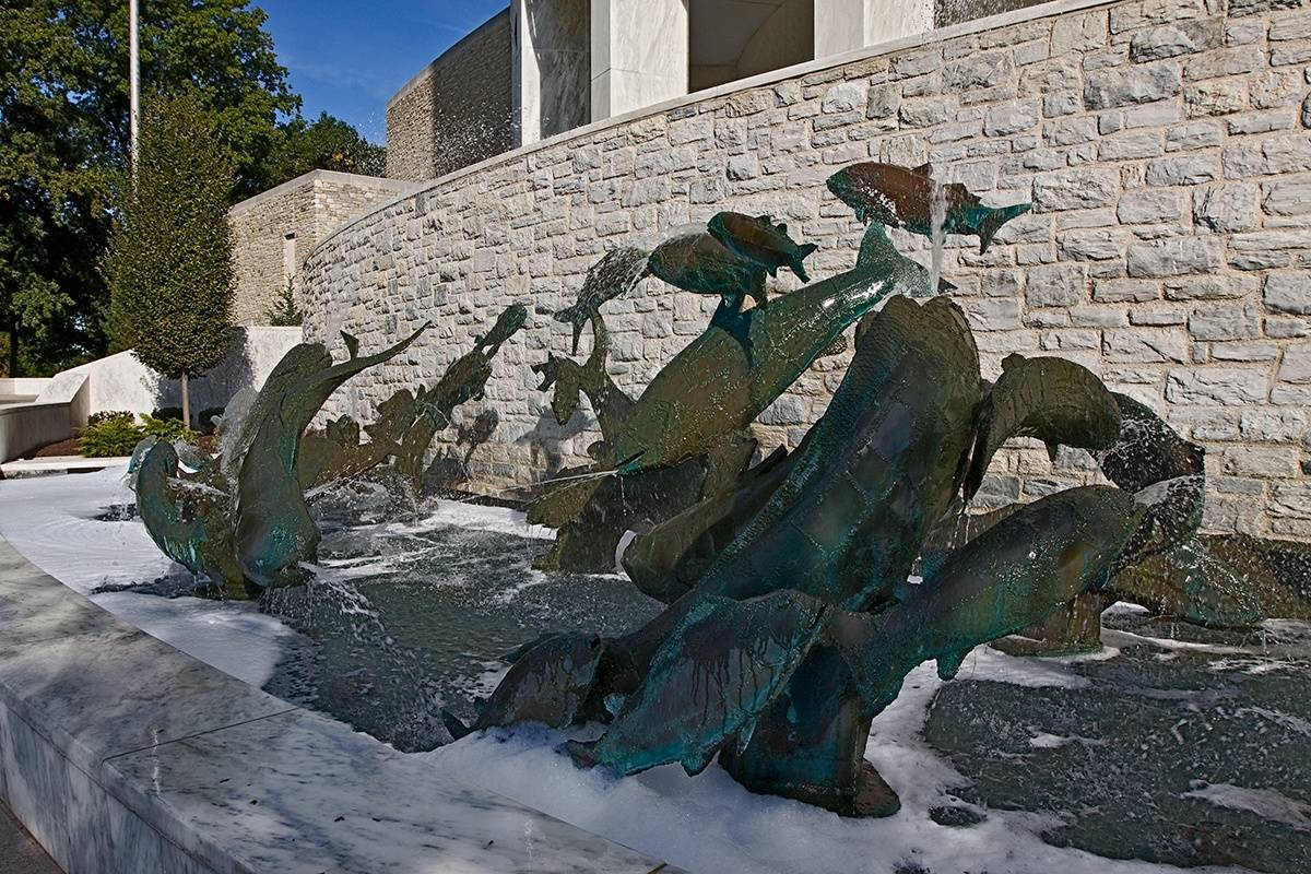 fish fountain statue